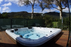 108 jet heated Jacuzzi / spa